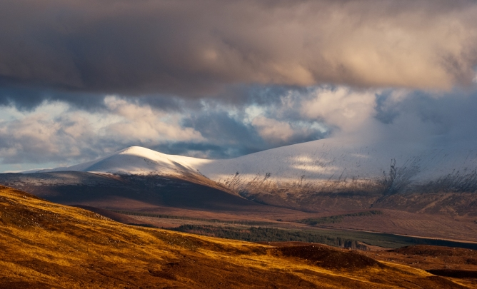 Driving towards Inverness this weekend my eyes were drawn by the first dusting of snow on the mountain's of Easter Ross. I couldn't resist the temptation of capture autumn colours topped contrasted against the snowline. Was even lucky enough to get some good sunshine kindly dance across the peak of Ben Wywis, Easter Ross. This a long lens landscape taken from the dam at Loch Glascarnoch about 25 miles NW of Inverness.
